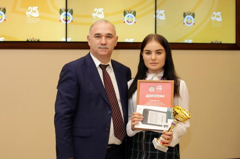 О победе в региональном конкурсе, посвященном 25-летию Конституции РФ